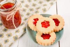 Biscuits de sucre de beurre formés comme des fleurs Photo stock