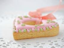 Biscuits de sucre en forme de coeur de Noël photographie stock libre de droits