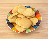 Biscuits de sucre faits maison sur le plat Photo stock