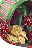 Biscuits de vacances dans un panier Image libre de droits