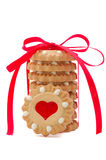 Biscuits de Valentine avec le coeur et la proue rouges Images libres de droits