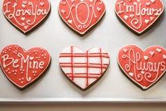 Biscuits de Valentine sur le plateau Photographie stock