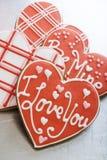 Biscuits de Valentine sur le plateau Images libres de droits