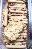 Biscuits doux avec de la confiture de cerise Images stock