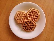 Biscuits du plat blanc de porcelaine Image libre de droits