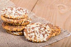 Biscuits empilés avec des graines Images libres de droits