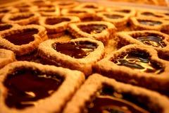 Biscuits en forme de coeur de caramel Photographie stock