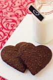 Biscuits en forme de coeur de chocolat Images stock