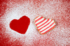 Biscuits en forme de coeur en poudre de sucre Image stock