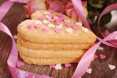 Biscuits en forme de coeur pour la valentine Image libre de droits