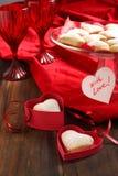 Biscuits en forme de coeur pour le jour et la carte de valentine Photographie stock libre de droits