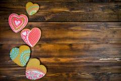 Biscuits en forme de coeur pour le Saint Valentin sur la table en bois Vue supérieure, l'espace de copie Photos libres de droits
