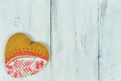 Biscuits en forme de coeur pour le Saint Valentin sur la table en bois Vue supérieure, l'espace de copie Image stock