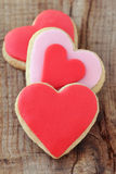Biscuits en forme de coeur rouges Image libre de droits
