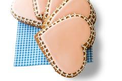 Biscuits en forme de coeur sur la serviette Image libre de droits