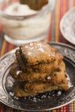 Biscuits espagnols de casse-croûte avec les olives noires et les anchois Photo libre de droits