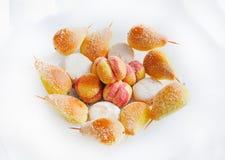Biscuits et biscuits de sucrerie sur le fond blanc Images stock