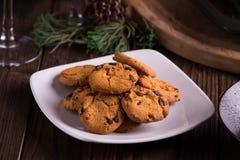 Biscuits et biscuits doux de chocolat de desserts pendant des vacances : Noël, thanksgiving, réveillon de la Saint Sylvestre photos stock