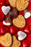 Biscuits et bonbons au chocolat pour le jour du ` s de St Valentine Image libre de droits