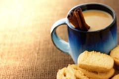 Biscuits et café images libres de droits