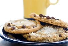 Biscuits et café pour la pause de midi photographie stock