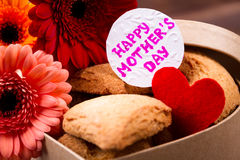 Biscuits et carte pour la mère Image stock