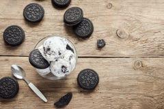 Biscuits et crème glacée faite maison de crème photos libres de droits