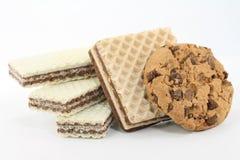 Biscuits et disques de chocolat Image stock