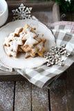 Biscuits et flocon de neige de pain d'épice de Noël image stock