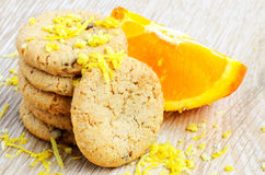 Biscuits et fruit orange Photographie stock libre de droits