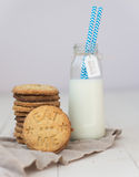 Biscuits et lait Image libre de droits