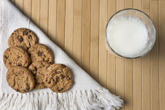 Biscuits et lait Images stock