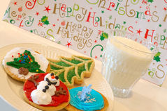 Biscuits et lait de Noël Images libres de droits