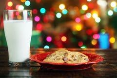 Biscuits et lait de Noël Images stock