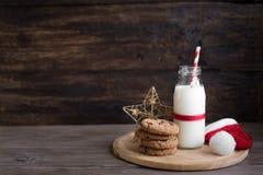 Biscuits et lait pour Santa photo libre de droits