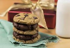 Biscuits et lait pour Santa Images libres de droits