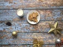 Biscuits et lait pour Santa Claus image stock