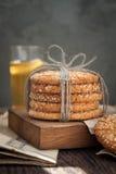 Biscuits et oeuf sur la table photo libre de droits