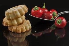 Biscuits et piments sur la cuillère Photo libre de droits
