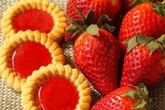 Biscuits et plan rapproché de fraises Photographie stock