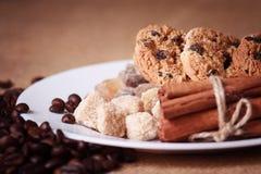 Biscuits et plan rapproché faits maison de sucre photographie stock