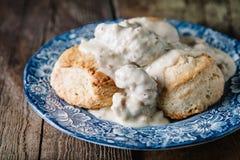 Biscuits et sauce au jus photographie stock libre de droits