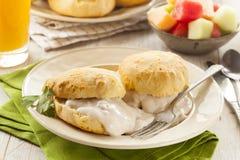 Biscuits et sauce au jus de babeurre faits maison photo stock