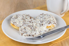 Biscuits et sauce au jus de saucisse Photographie stock libre de droits