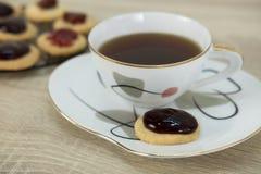 Biscuits et thé Photos libres de droits
