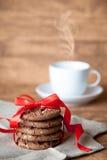 Biscuits et une tasse de café Image libre de droits