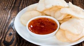Biscuits faits frais de crevette rose (Krupuk) Photos libres de droits