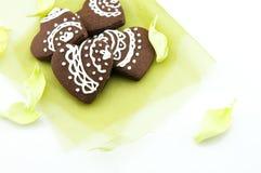 Biscuits faits main de chocolat de forme de coeur Images libres de droits