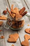 Biscuits faits main de coeur pour le jour de valentines Photo libre de droits