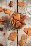 Biscuits faits main de coeur pour le jour de valentines Photos libres de droits